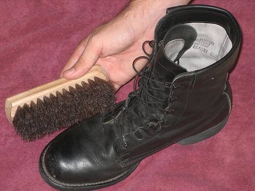 صوره تفسير تلميع الحذاء في المنام