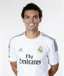 صور و اسماء لاعبى نادى ريال مدريد لموسم 2019-2015