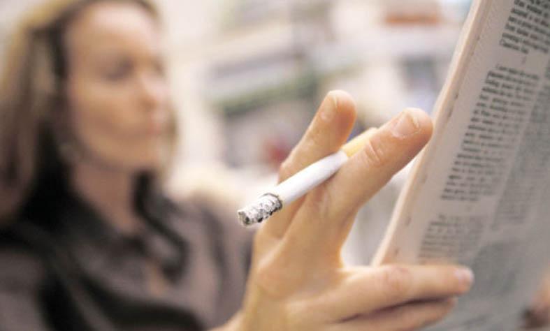 بالصور تدخين الفتيات ظاهرة تعصف بالمجتمع 20160710 2256
