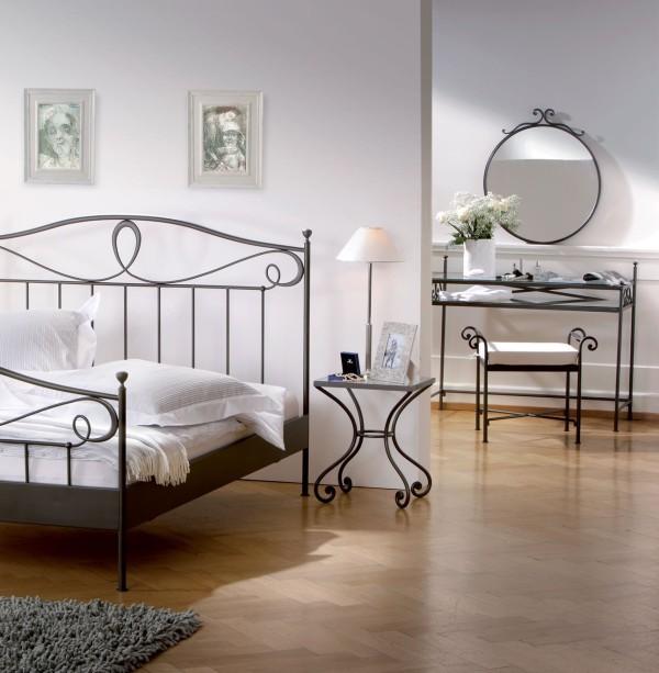 http://www.almrsal.com/wp-content/uploads/2014/11/Iron-bed-rooms-beautiful.jpg