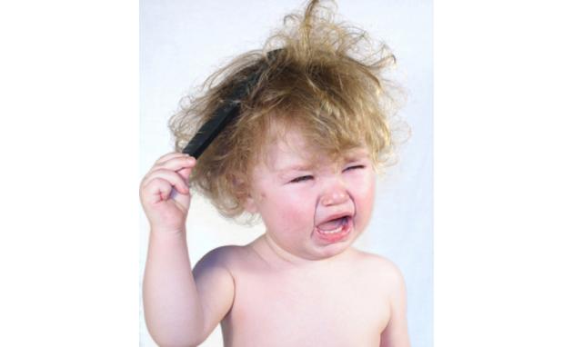 بالصور اسباب وعلاج تساقط شعر اﻷطفال 20160711 19