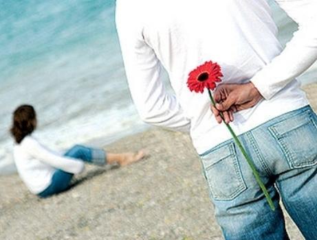 صورة 10 اشياء تؤكد اهتمام الرجل بالمراة