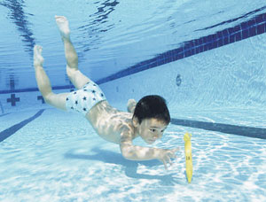 بالصور علموا اولادكم الرماية والسباحة وركوب الخيل 20160711 2246