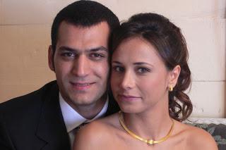 الممثلين التركيين و زوجاتهم موسوعة الممثلين 152hlmjo.jpg