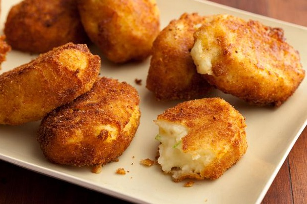 بالصور طريقة عمل كرات البطاطس المقلية بالجبنة 20160712 2922