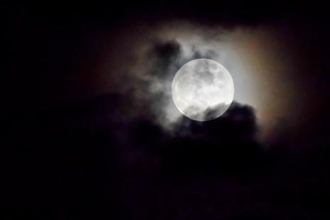 بالصور تفسير رؤية القمر في المنام 20160712 766