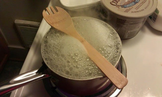 http://2.bp.blogspot.com/-MyEws0bvKp4/VOGy5NFyBKI/AAAAAAAAJkU/4N4t2YC4eEU/s1600/why-does-wooden-spoon-stop-pasta-from1-boiling-over.w654.jpg