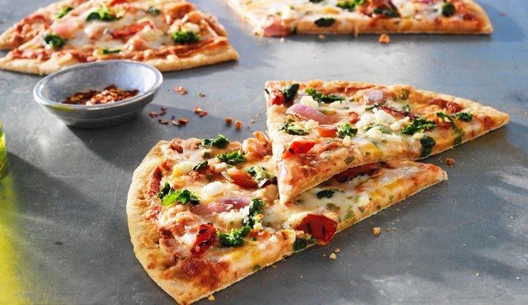 بالصور طريقه كيفية تحضير البيتزا 20160715 1462