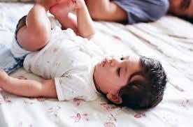 بالصور براز اخضر لماذا لون براز طفلي الذي يرضع طبيعيا اخضر دائما 20160716 2835