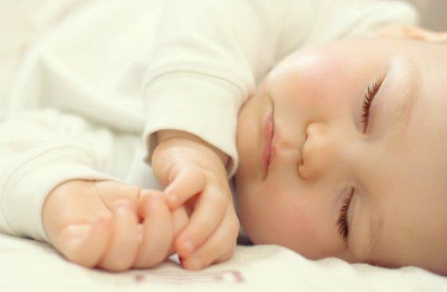 بالصور براز اخضر لماذا لون براز طفلي الذي يرضع طبيعيا اخضر دائما 20160716 2837