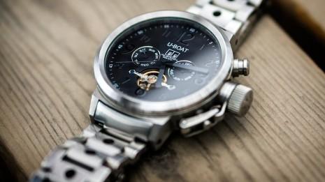 صور تفسير رؤية الساعة اليدوية في المنام