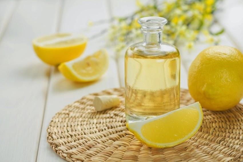 http://3.bp.blogspot.com/-CVntF3wd9Wk/U7a_XKi5A7I/AAAAAAAAA74/f4TMeO8AYNo/s1600/LemonEssentialOil-850x567.jpg