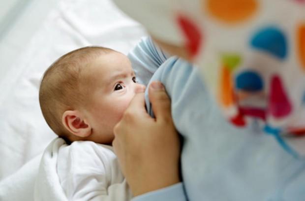 بالصور لبن الام خفيف اذا كان حليب الام حديثة الولادة خفيف ماذا تفعل