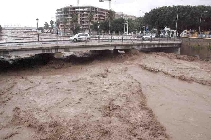 بالصور تعبير كامل عن الفيضانات باللغة العربية 20160719 1606