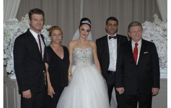 بالصور زوجة الممثل التركي مهند 20160719 534