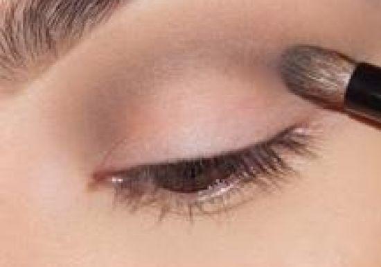 بالصور طريقة عمل مكياج  لتكبير العيون 20160724 749