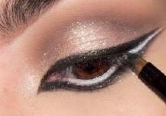 بالصور طريقة عمل مكياج  لتكبير العيون 20160724 753
