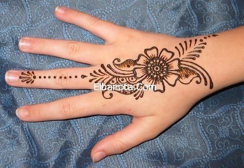صور رسم الحناء على اليد