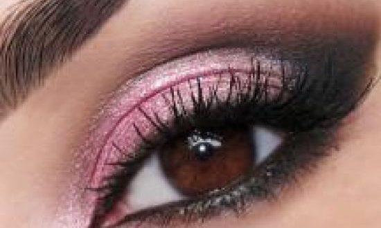 بالصور كيفية تحديد العيون بالمكياج 85b382e324f43153ebb54881eed5c9682ebb6346 550x330