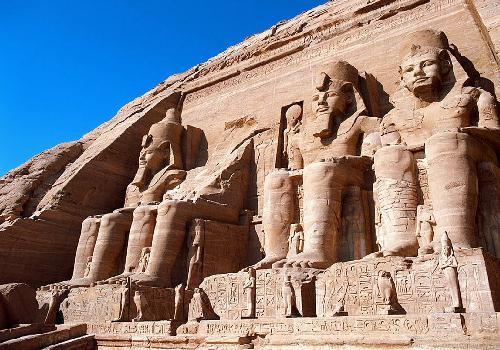 صوره صور.. تماثيل فرعونية تراها كما لو كانت على قيد الحياة