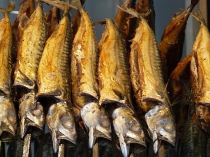 صوره طريقة عمل السمك المدخن